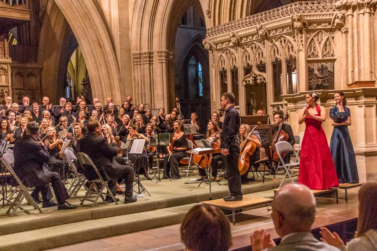 Paradisi Gloria at Wells Cathedral with conductor Richard Laing and soprano April Fredrick (Andrew Washington Photography)